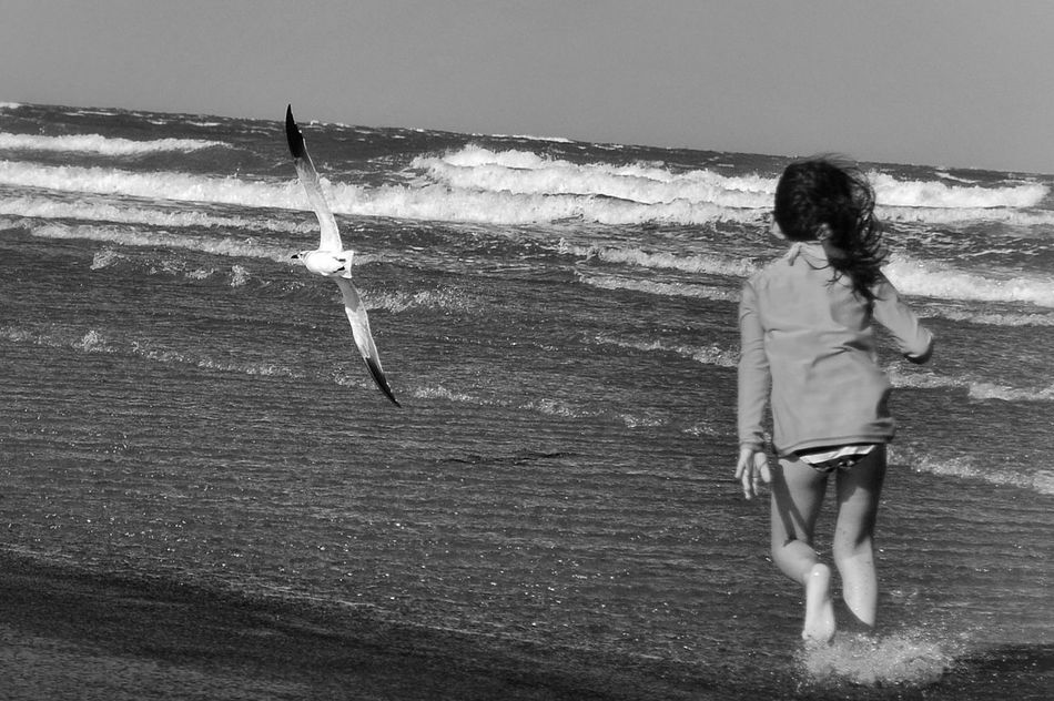 Real People Rear View Sunlight Beach Lifestyles Outdoors Sea One Person Sand Enjoyment Vacations Summer Motion Water Wave Beauty In Nature Nature Child Happiness Kids At Play Childhood Kidsphotography Niñosfelices Niñosjugando