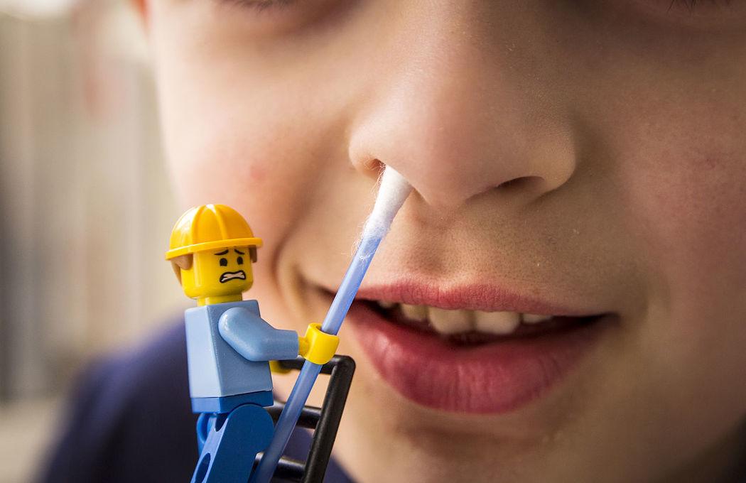 Spring cleaning in Berlin. Brick Brick Building Close-up Frühjahr Frühjahrsputz LEGO Legominifigures Legophotography Macro Macro Photography Putzen Reinigung Reinigungskraft Spring Spring Cleaning Springcleaning Springtime