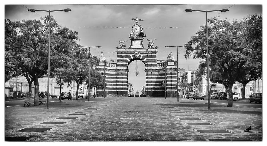 Catania Melior De Cinere Surgo Barocco Siciliano Streetphotography Nsss Famous Place Pietralavica Architecture Blackandwhite Visitsicily Trinacria Sicilia Outdoors Street Light City Life Cartolina Futtinu
