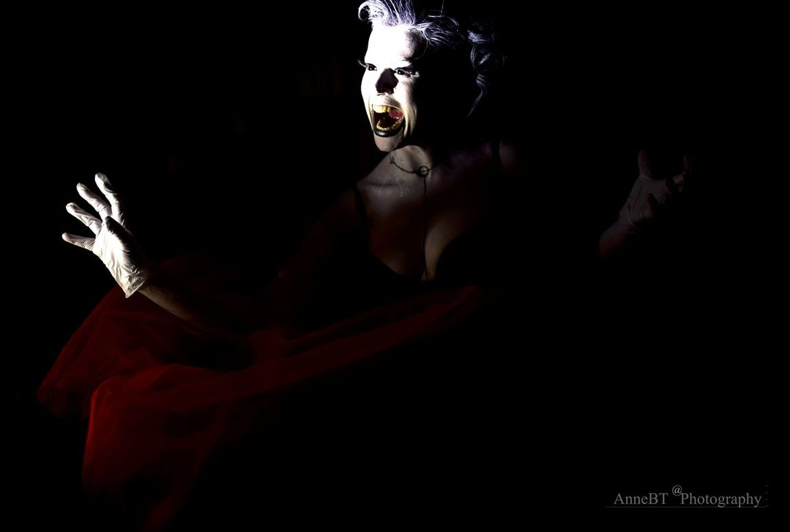 Light, shadow, dark and a little touch of madness... Magic Moments Light And Shadow Light And Darkness  My Fantastic World Learn & Shoot: Single Light Source Learn & Shoot: After Dark Light In The Darkness Lights And Shadows Nightmare Visions Dark Photography Darkness In The Light