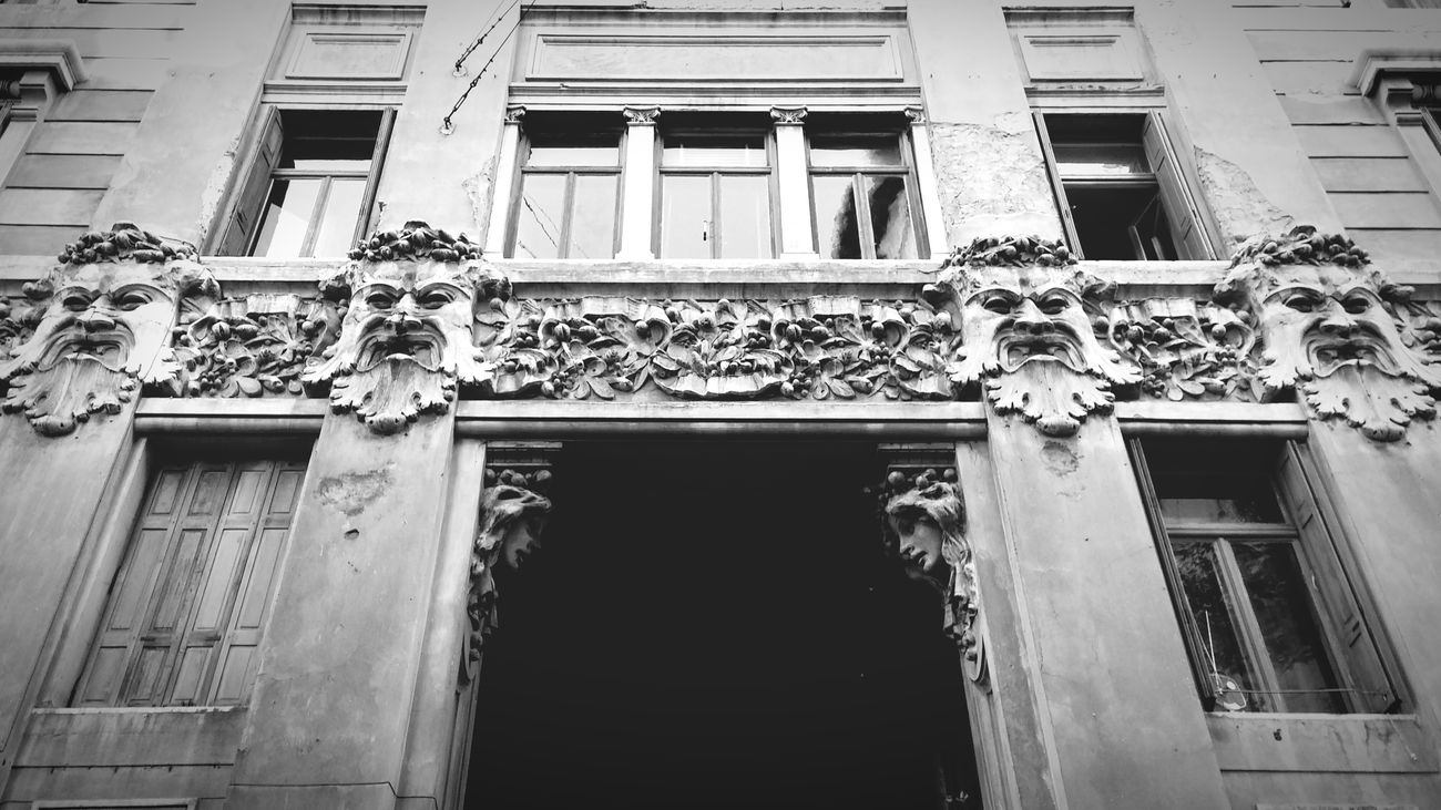 Building Architecture Architecture_bw Black And White B&w Masks Art Decoration Bas-relief Check This Out Taking Photos Windows