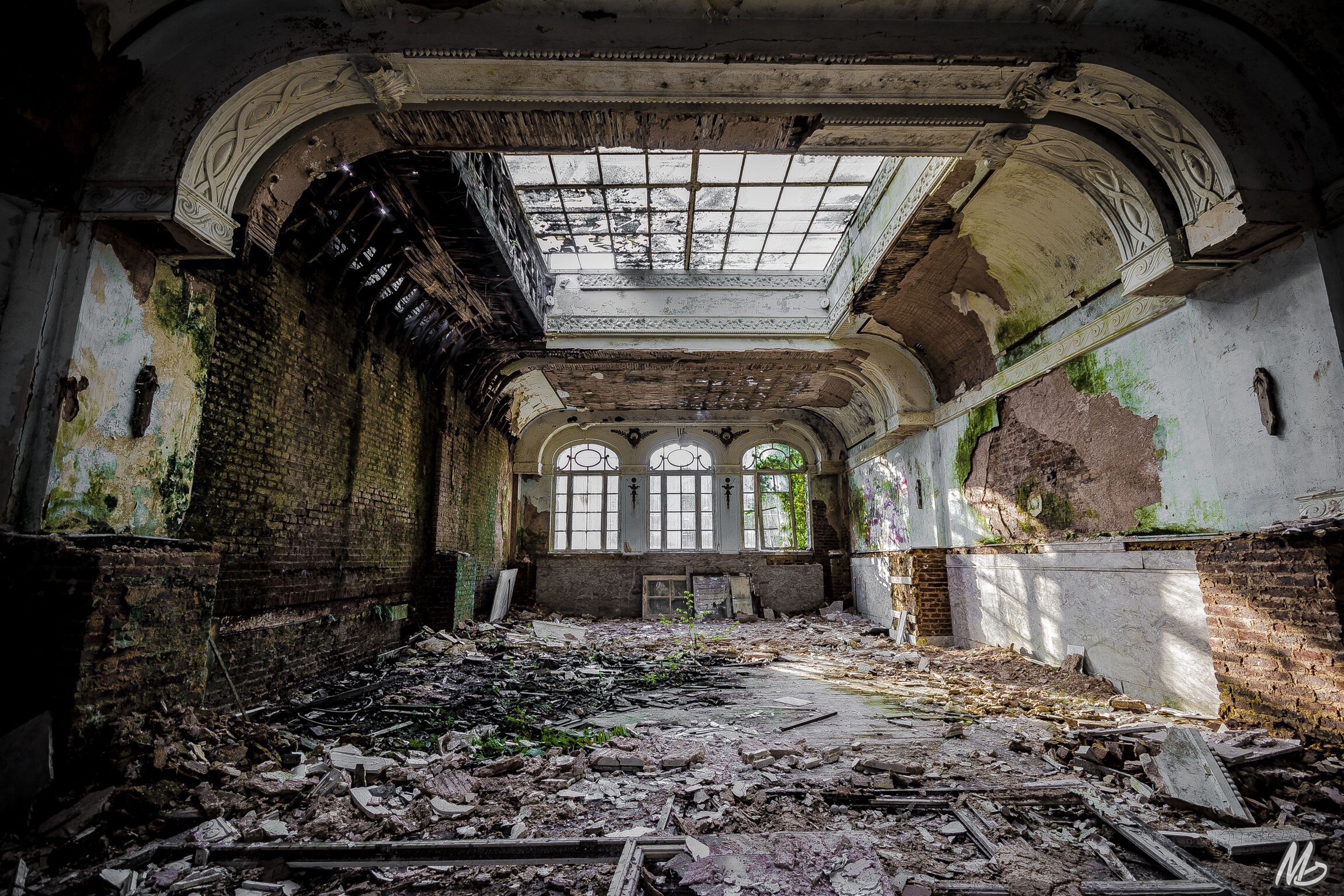 indoors, abandoned, architecture, built structure, obsolete, damaged, run-down, deterioration, old, interior, ceiling, window, arch, bad condition, ruined, weathered, messy, destruction, broken, old ruin