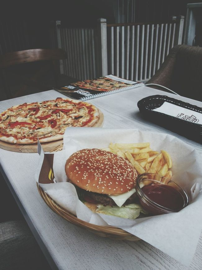 Yummy Eating Pizza Relaxing Happy Aniversary Old City Bucharest Bucureşti Burgers