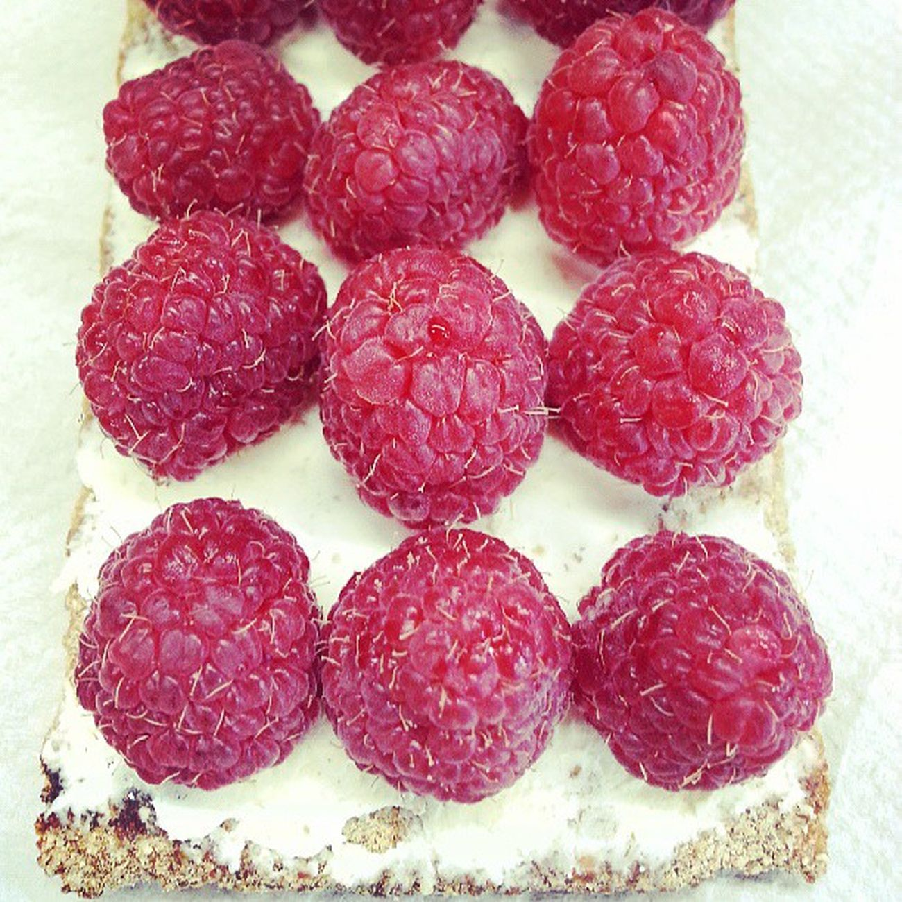 super delicious Crispbread  with Creamcheese and Rasberries