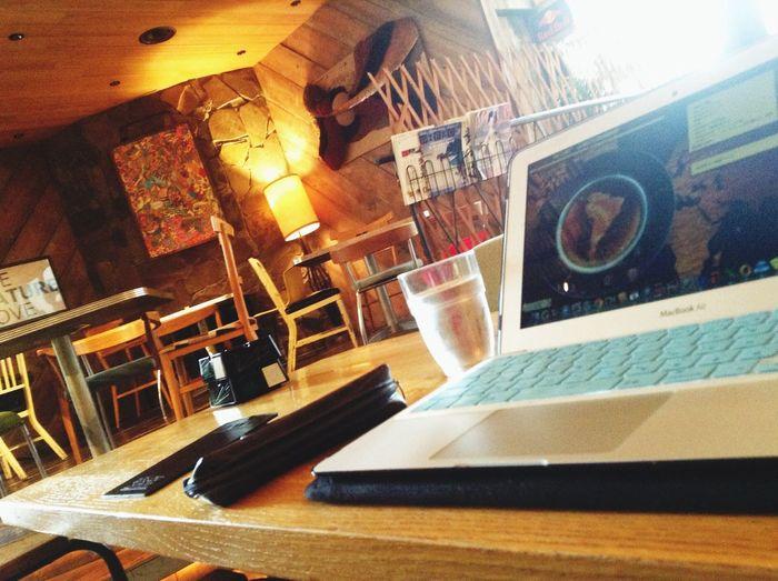 なんだかお洒落なカフェでお仕事中… :)
