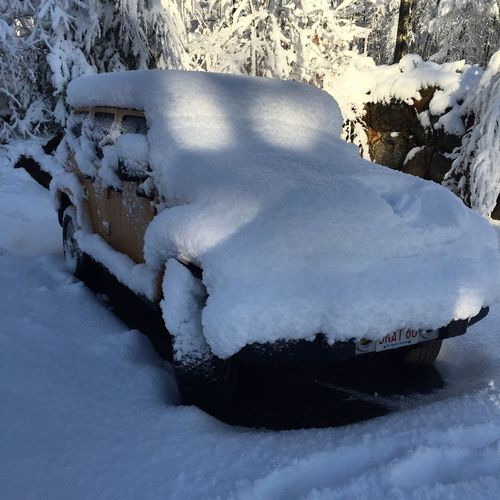 Jeep Life Burried In Snow