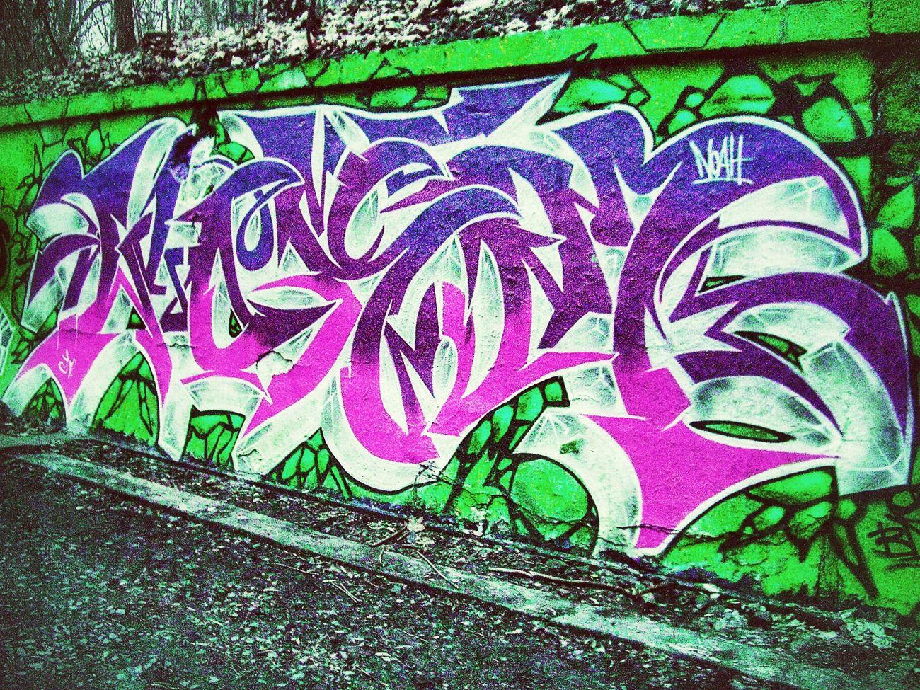 Hanging Out Graffiti Graffiti The World