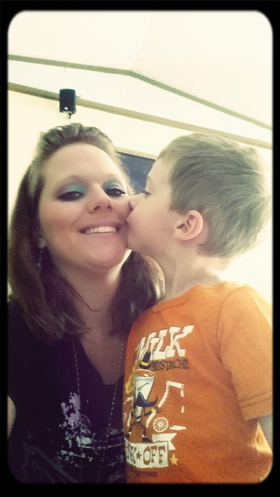 my lilman loves his momma