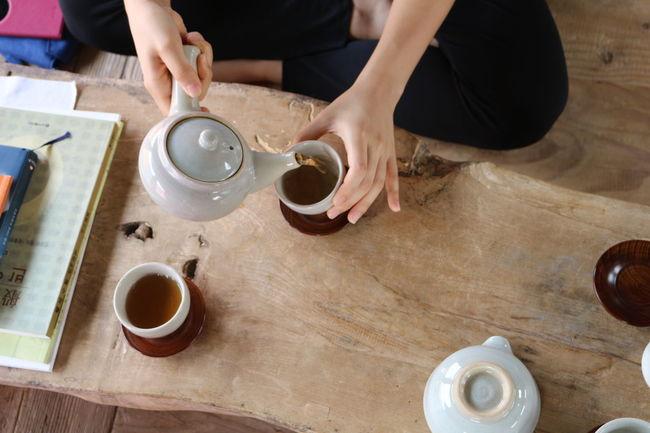 선운사에서 차 한잔의 여유 Tea Time Green Tea Dishes Cups Hands