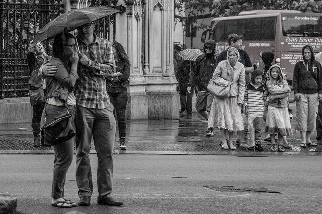 City Great Britain London Love Pair Togetherness Ubrella великобритания город До забота зонтик лондон туризм