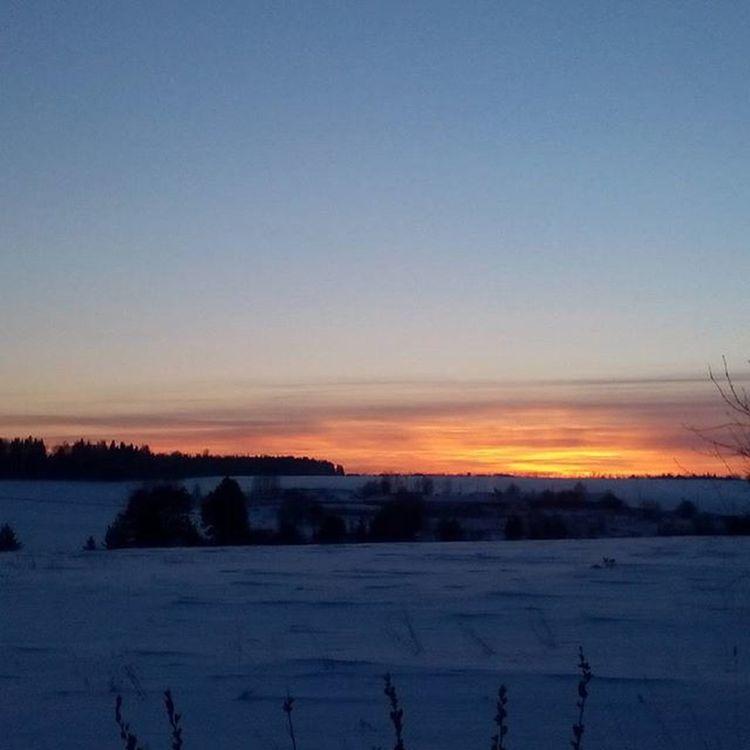 Холодная красота январского заката. безфильтров Закат зима лыжи Одиночество