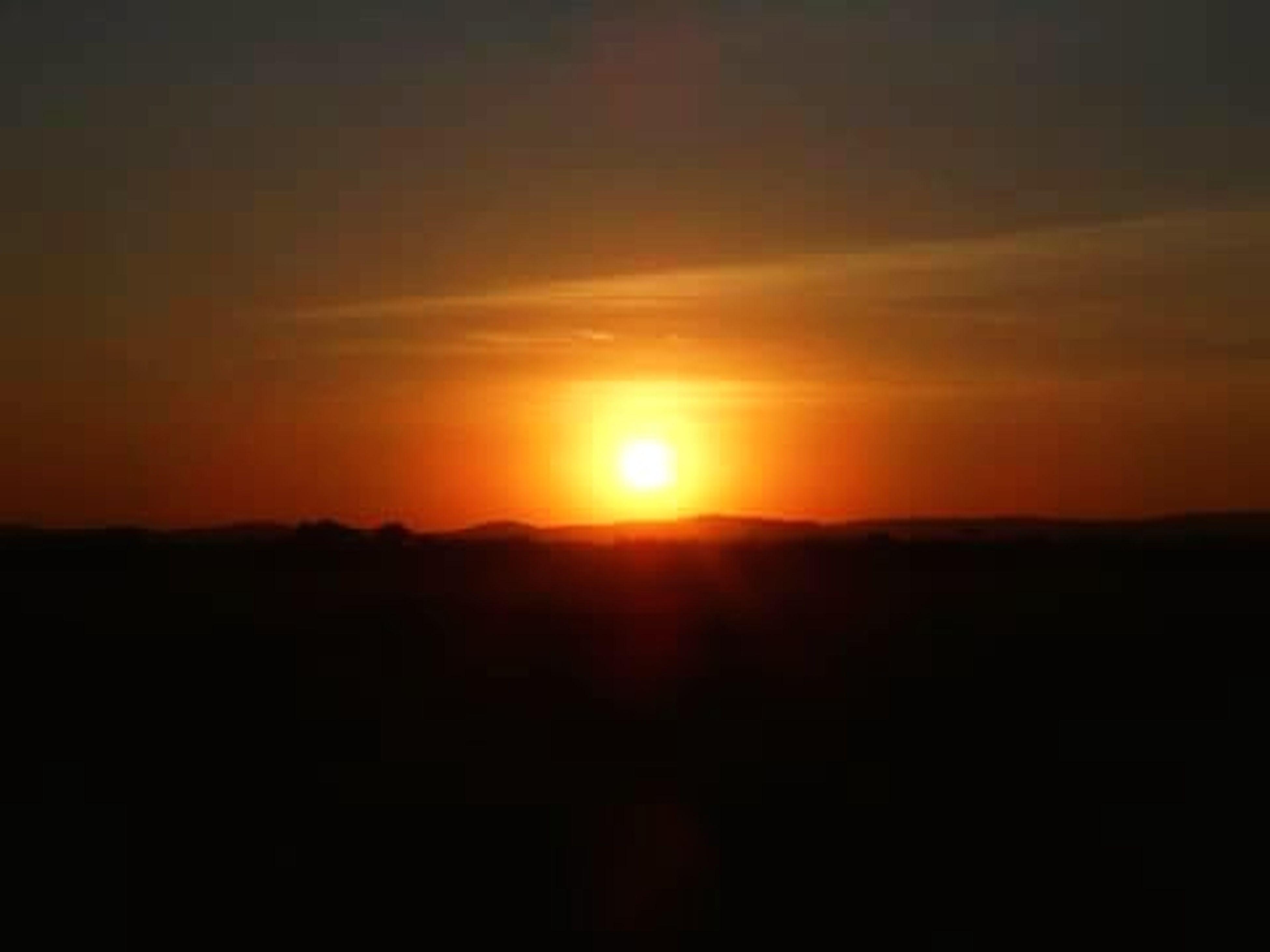 sunset, sun, scenics, tranquil scene, silhouette, tranquility, beauty in nature, orange color, sky, idyllic, landscape, nature, mountain, sunlight, majestic, copy space, dark, outdoors, dramatic sky, cloud - sky