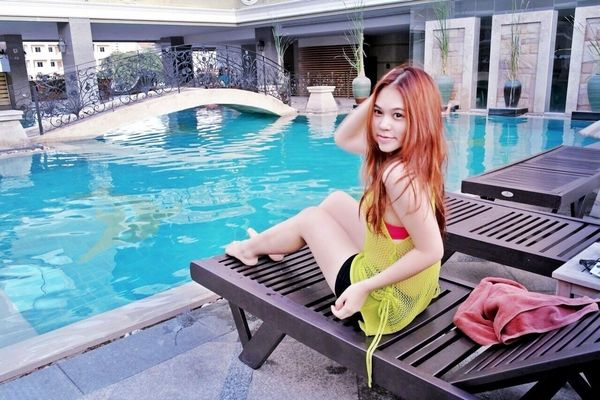 Swimming in Bangkok by ⓑⓔⓔⓑⓘⓘⓔ