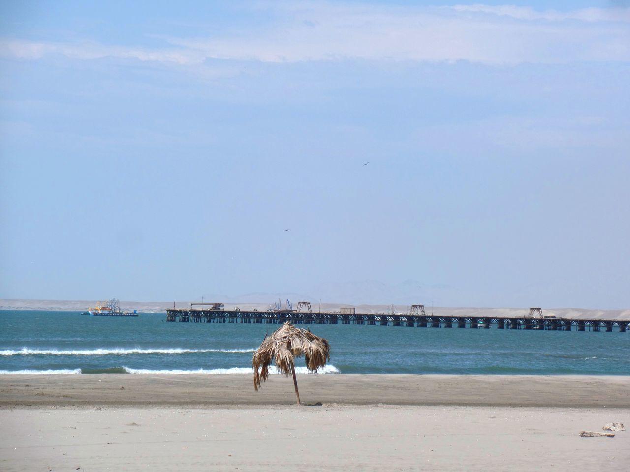 Puerto Chicama en Malabrigo, Ascope, La Libertad, Perú. Arena Beach Coast Dock Landscape Malabrigo  Mar Muelle Oceano Pacifico Pacific Ocean Peru Peruvian Playa Port Puerto Sea