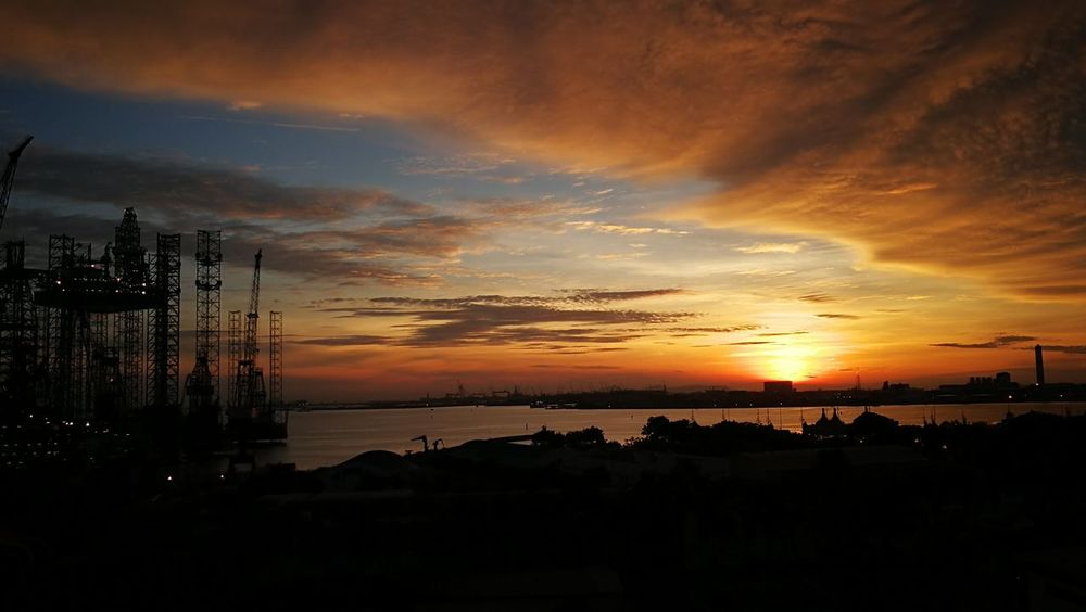 Citysunset Dusk In The City Duskcolors Oil Rigs In The Distance Sunset Silhouettes Sunset Hues Oceanside Singapore Sunset Sunset Silhouette Cloud - Sky Dramatic Sky Sea Sky Travel Destinations