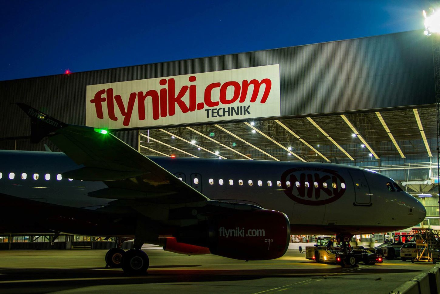 Flyniki Night Lights Airbus A320 Special_paint Fly  Airplane