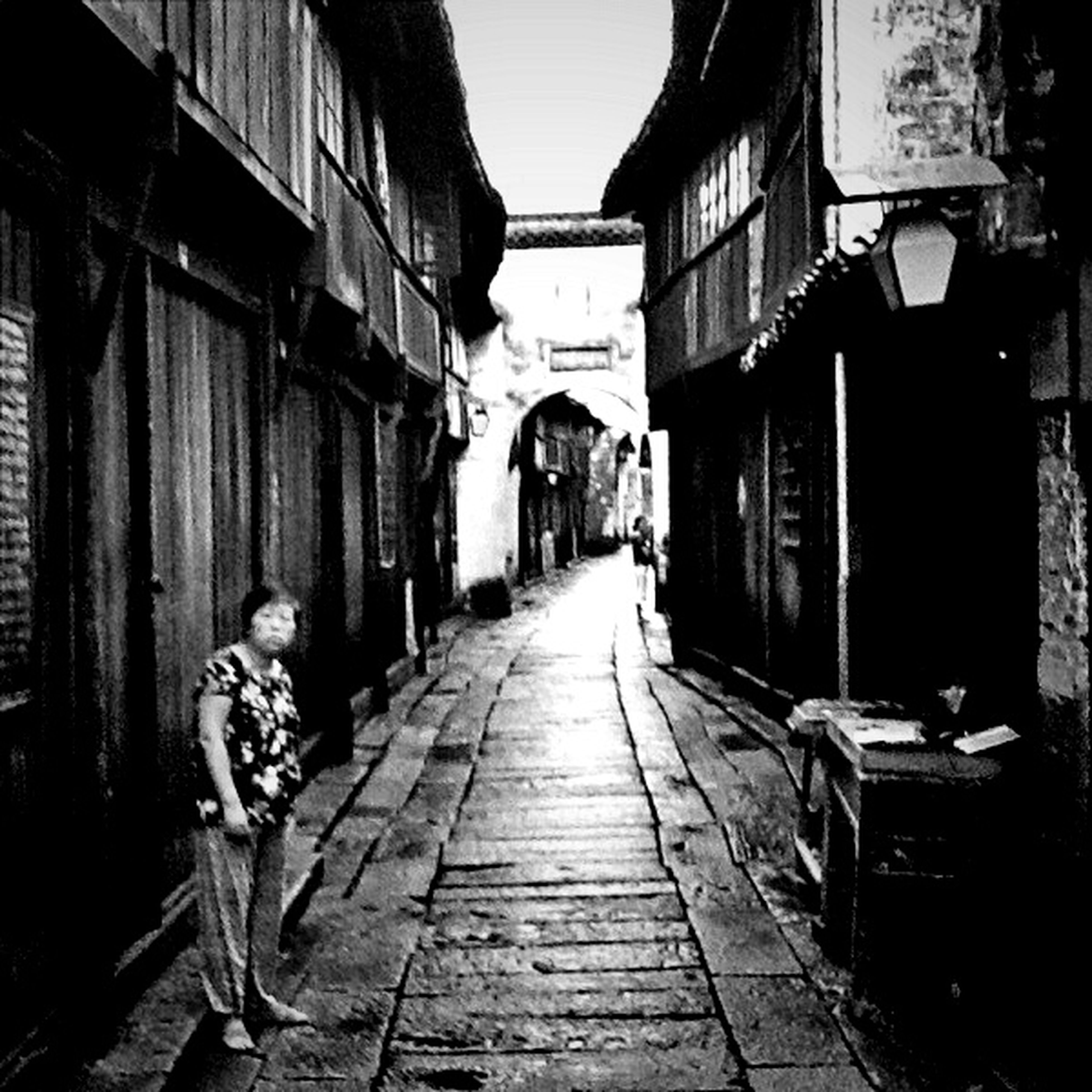 architecture, the way forward, building exterior, built structure, diminishing perspective, narrow, vanishing point, alley, street, transportation, residential building, residential structure, city, building, incidental people, town, house, cobblestone, empty, old town