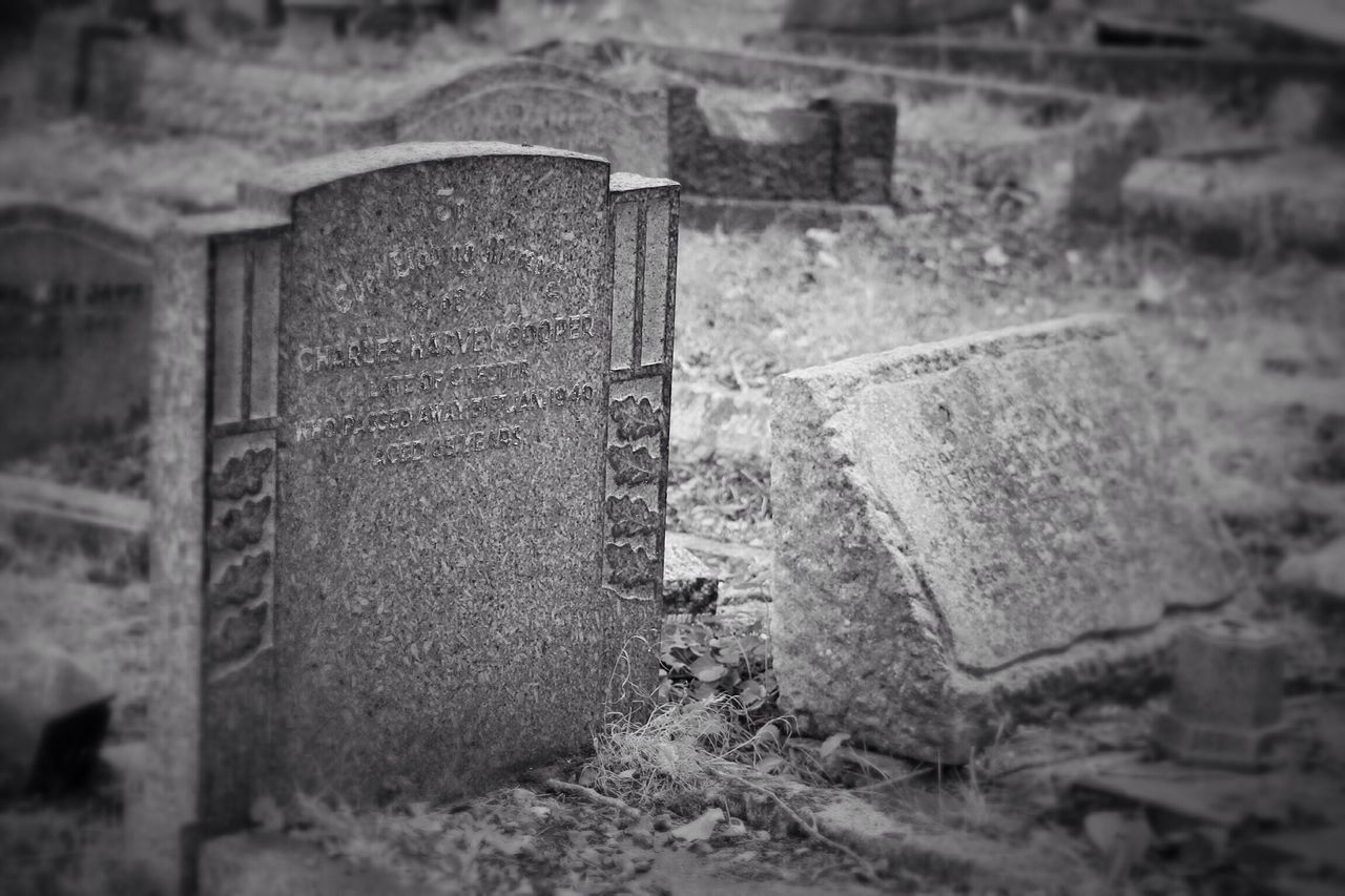Gravestone Graveyard Black & White Creative Photography Graveyard Beauty Churchyard Burial Ground South West London Canon Canonphotography Cemetery Selective Focus