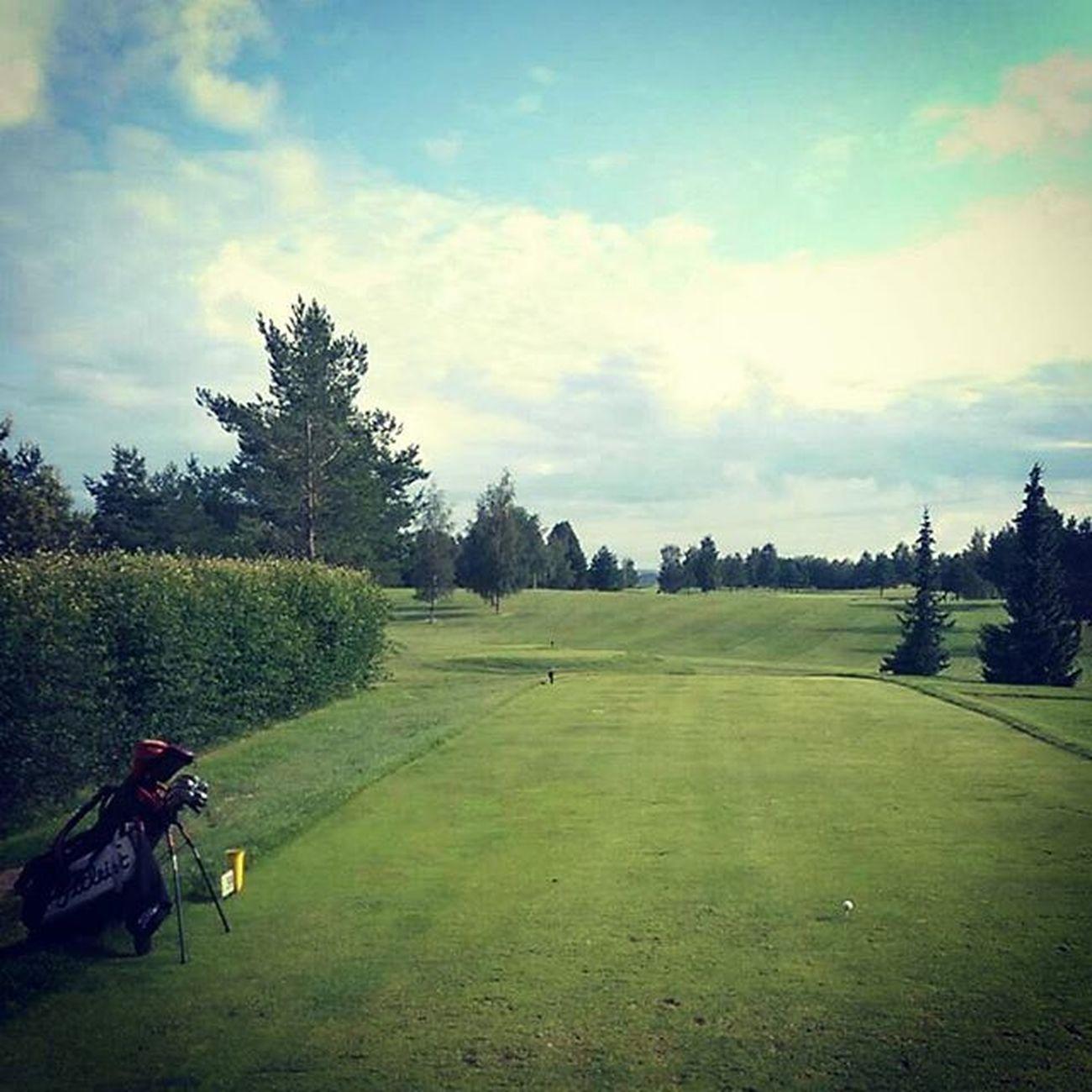 The best feeling is when you start your day at the tee Golf Golfing Golfbag Teetime Golfcourse Tee Titleistgolf Titleist Nike Nikegolf Bestfeeling Bestfeelingever GoodTimes Ap2 Ap2irons Covert