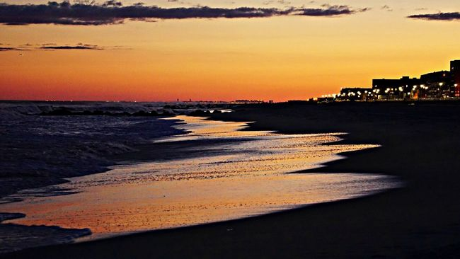 Nikonphotographers #beachlovers #checkout My Gallery On Instagram#waycoolshots#awesomesunsetshots Sunset #sun #clouds #skylovers #sky #nature #beautifulinnature #naturalbeauty #photography #landscape Visualmagic