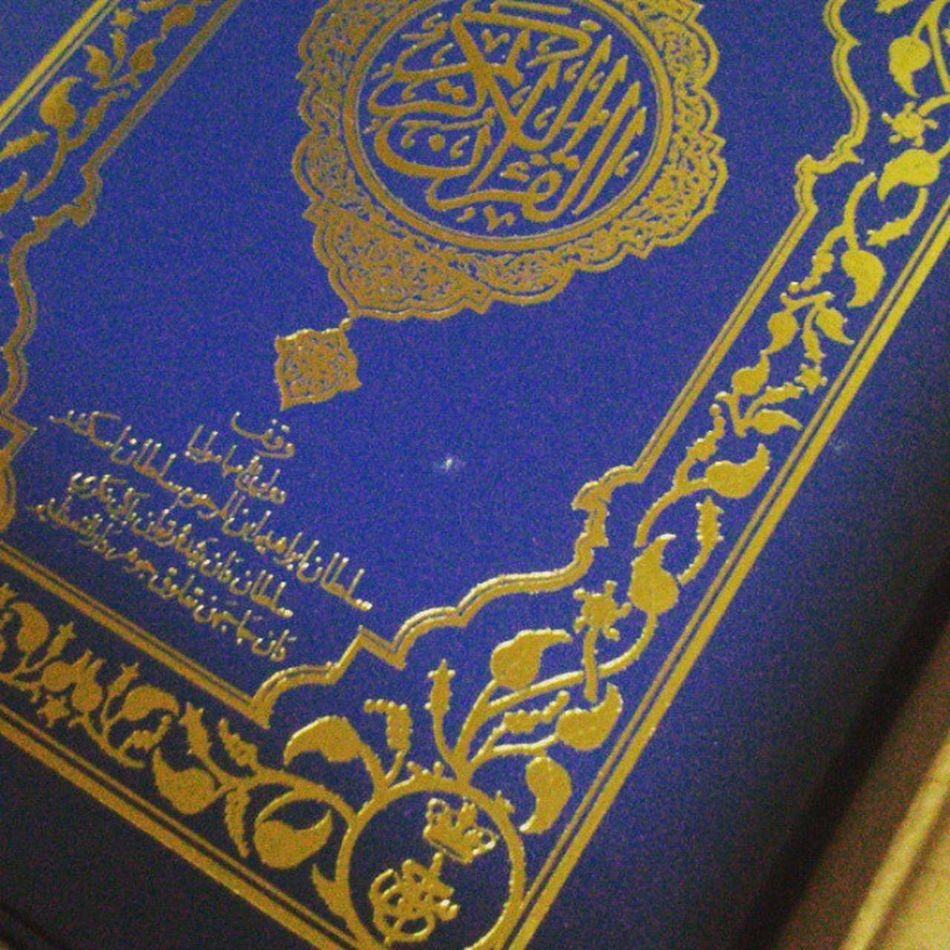 Al-Quran ku junjung, Sultan ku sanjung. Hadiah DYMM Tuanku untuk setiap daerah dalam negeri johor.. AlQuran Wakaf Johorean .Johordarultakzim SultanJohor . Printing