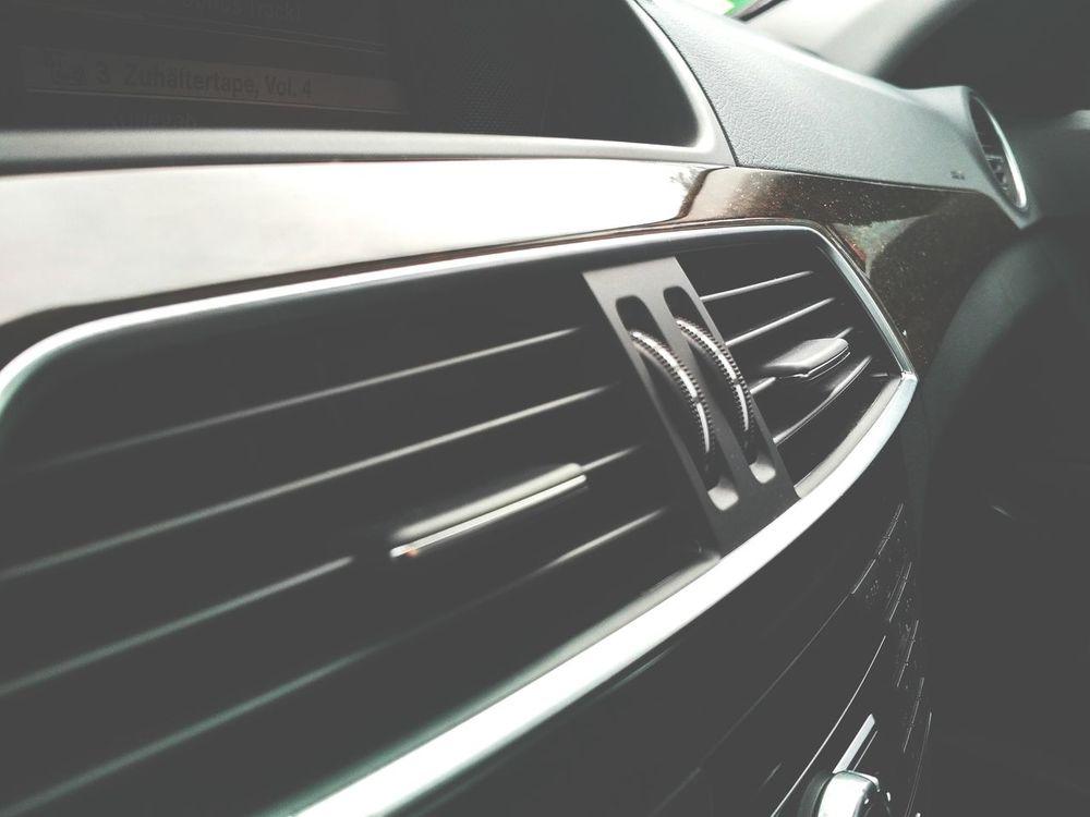 Mercedes Benz... Warten auf einen Kumpel... Germany Carpark Cars Auto Mercedes Mycar<3 Luxury Luxurylife Kollegah Zuhältertape4 Mercedes Benz Benztown Breuningerland Sindelfingen Learn & Shoot: Layering Mobilephotography
