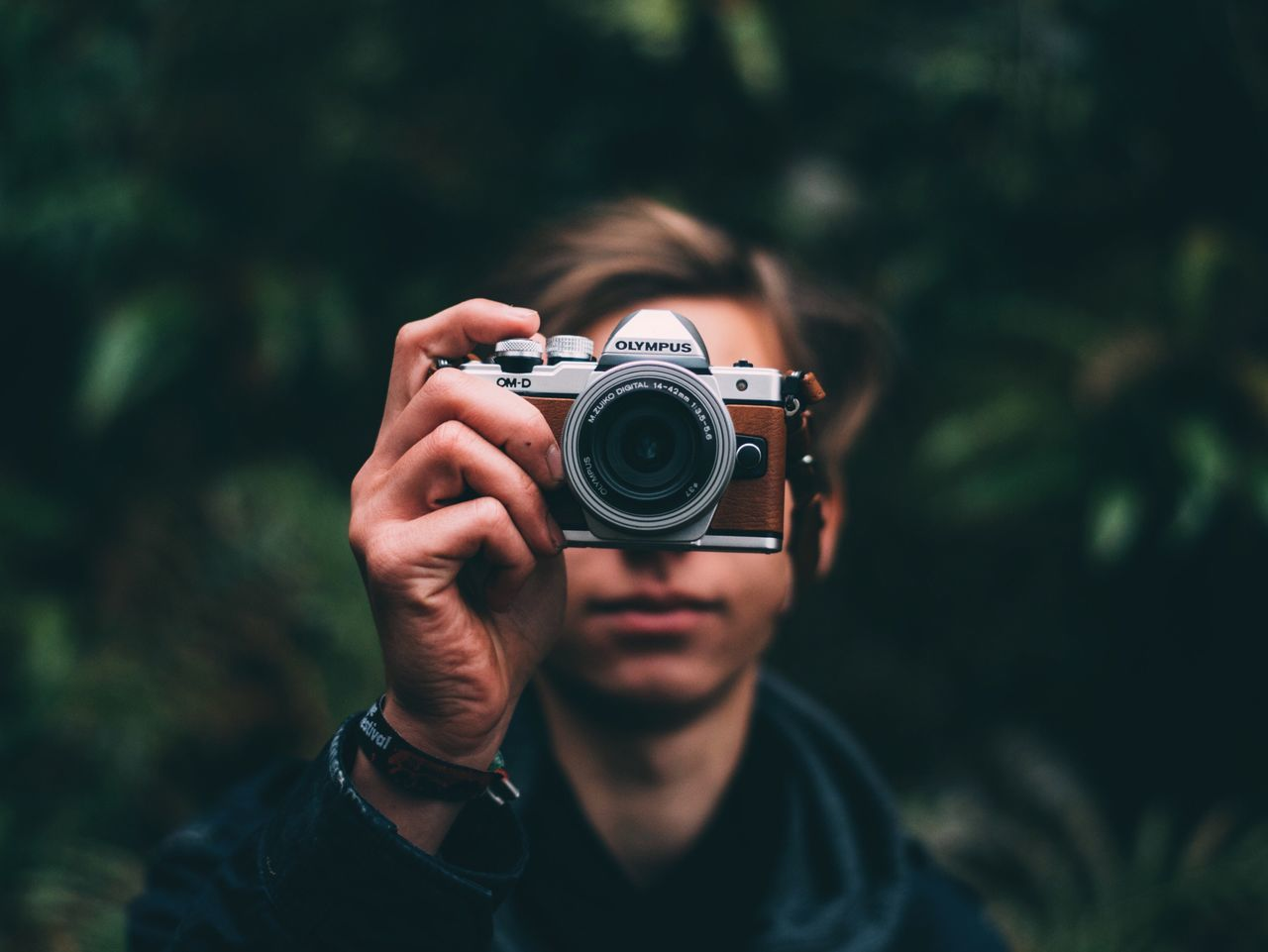 Focus Object Camera Focus 50mm Photographing One Person Equipment Outdoors Nature Green Color Autumn Landscape Forest Moody Photographer Photography Themes Holding People Human Hand
