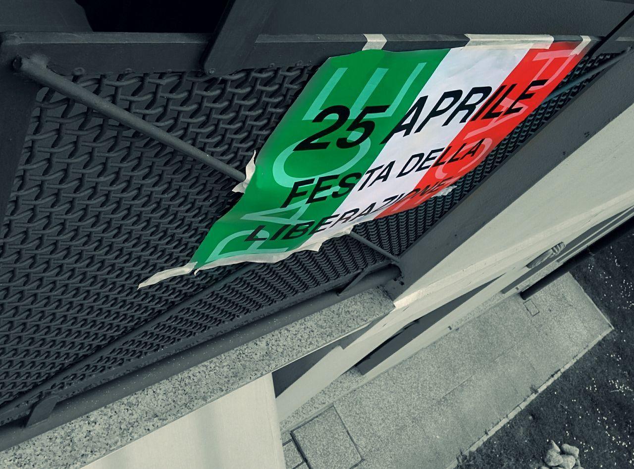 25 Aprile Libertà 😊 Festa Italy🇮🇹 Freedom Monochrome Flag