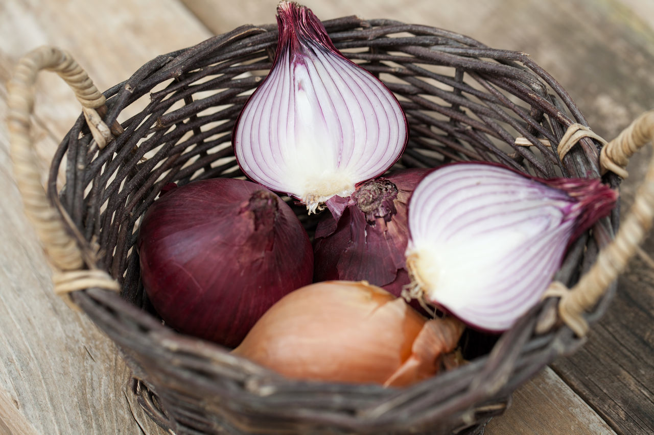 Red and brown onions in a basket Basket Brown Onion Close-up Cut Day Food Food And Drink Fresh Freshness Half Healthy Eating Indoors  Kitchen No People Onion Raw Food Red Onion Vegetable Wooden