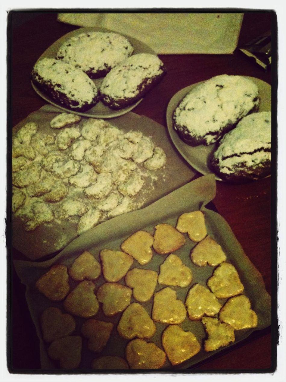 zitronenherzen, vanillekipferl & christstollen Christstollen Plätzchen  Weihnachten Cookies