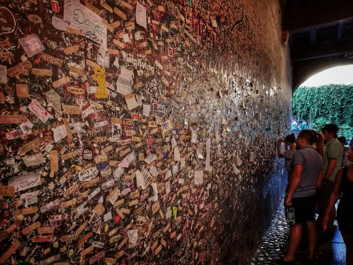 Shakespeare Wall Of Love Romeo And Juliet's Balcony Love NotesTunnel of love Verona Italy Romeo and Juliet