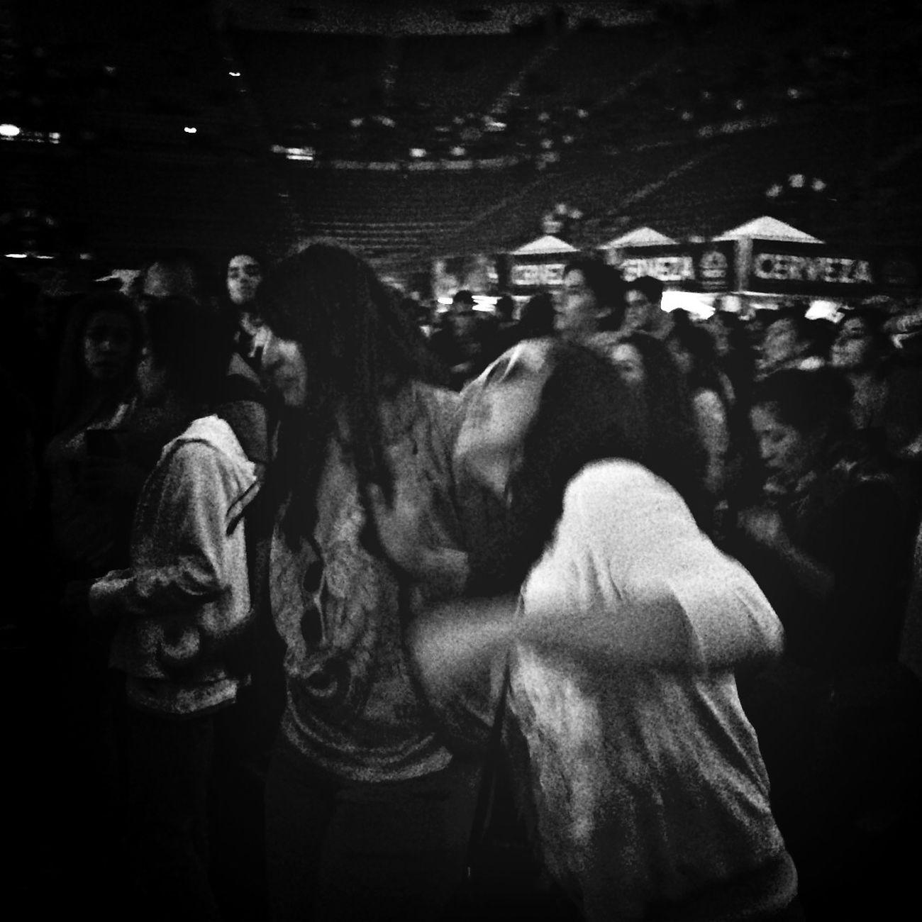 Bailando a ritmo de La Maldita Vecindad Y Los Hijos Del 5to Patio en el VL14