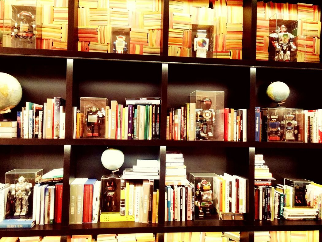 Robots and books...well ok, why not. Check This Out Robots Robots!!! Bookshelves What's On Your Bookshelf Exploring Bookshelfs