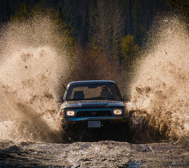 Photography In Motion Car Mud Chilling With Friends