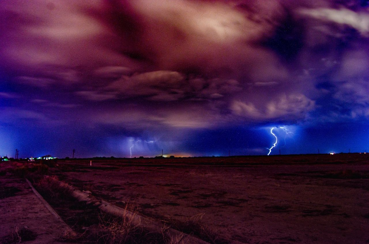 lightning, cloud - sky, thunderstorm, dramatic sky, weather, storm, storm cloud, power in nature, forked lightning, sky, atmospheric mood, danger, nature, beauty in nature, scenics, night, no people, outdoors, landscape, tornado