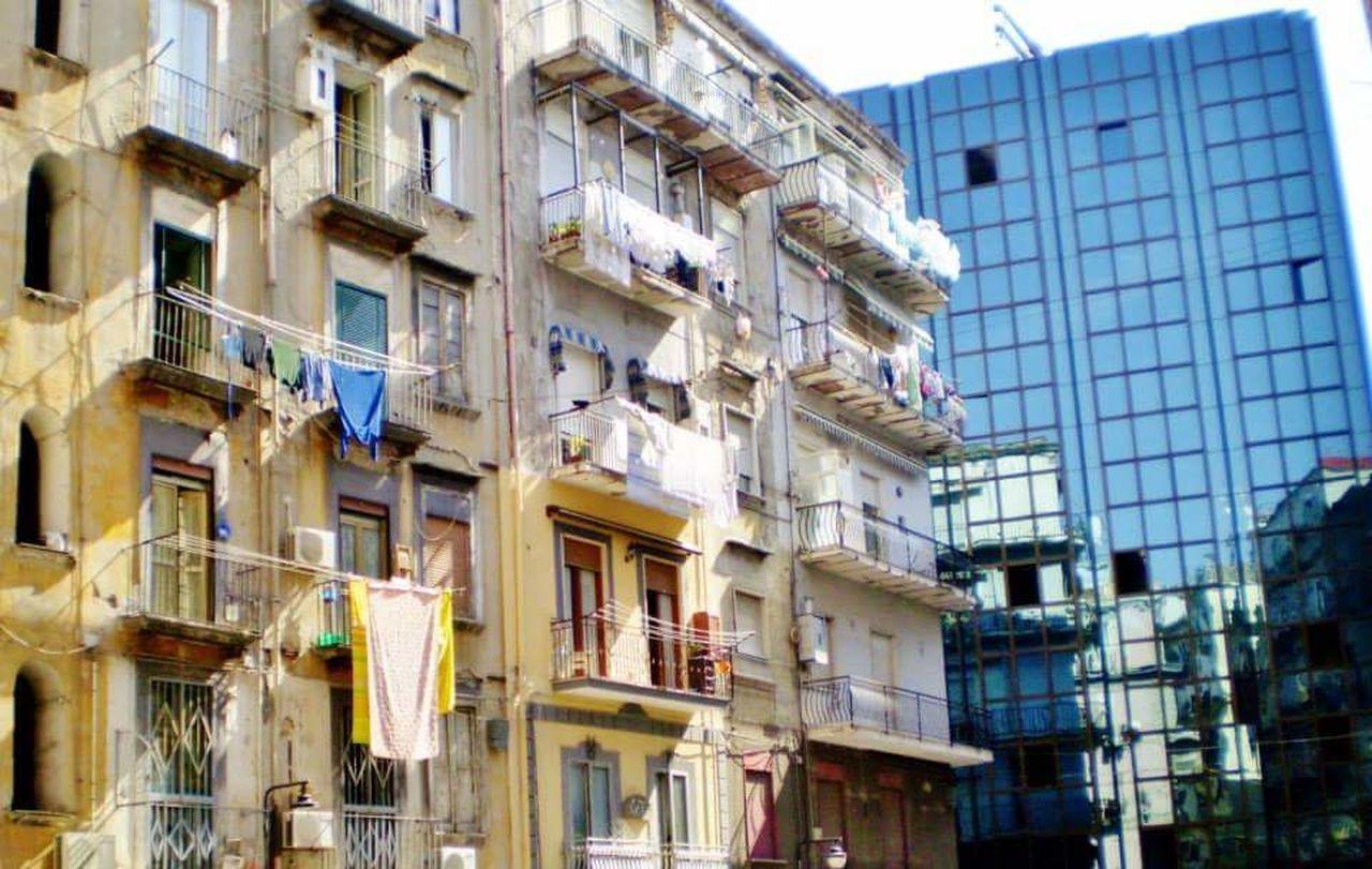 Houses And Windows Houses Palazzo Napoli Myphoto Italy Art Napoli ❤ Napoli Italy Naples, Italy Arte City