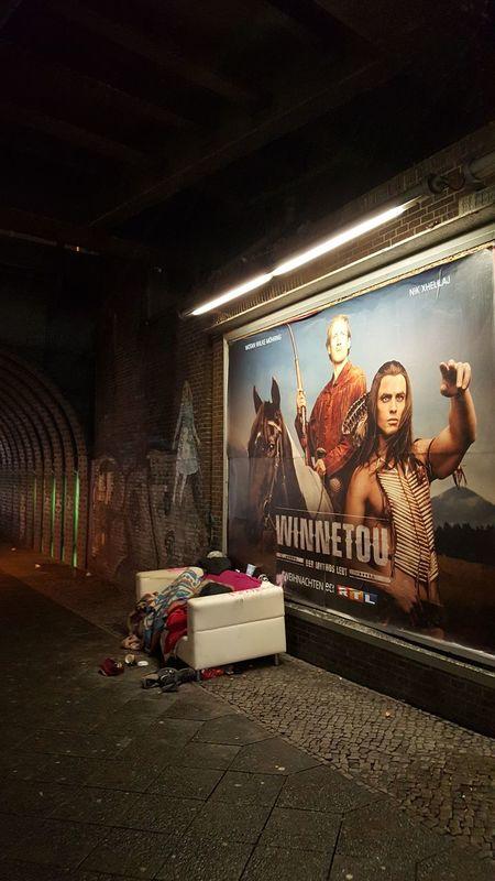Couch Neukölln Plakat Unterführung Winnetou