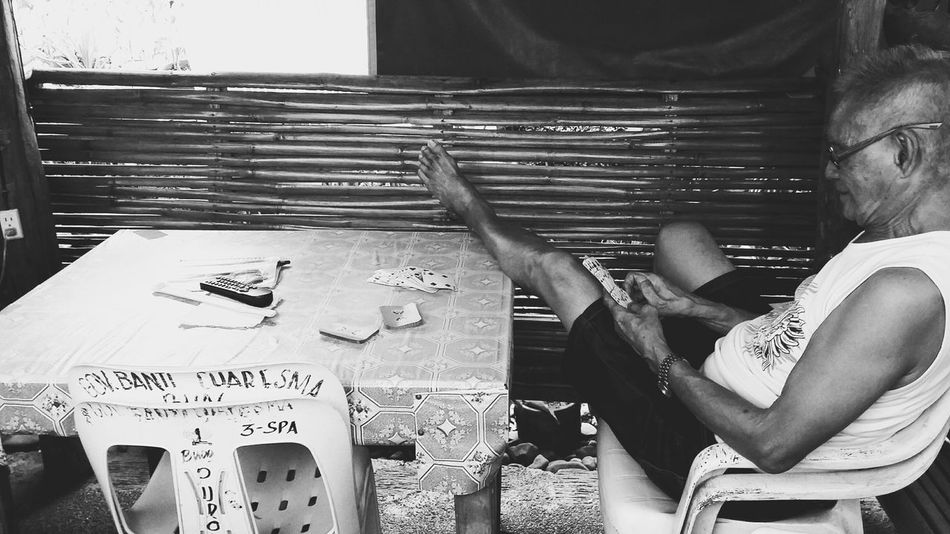 Samsungphotography Samsunggalaxygrandprime Samsung Candid Shot Candid Shots Candid Photography Old Sitting Playing Cards Table Chairs Table Foot On Top Black And White Photography Glasses Black And White The Portraitist - 2016 EyeEm Awards