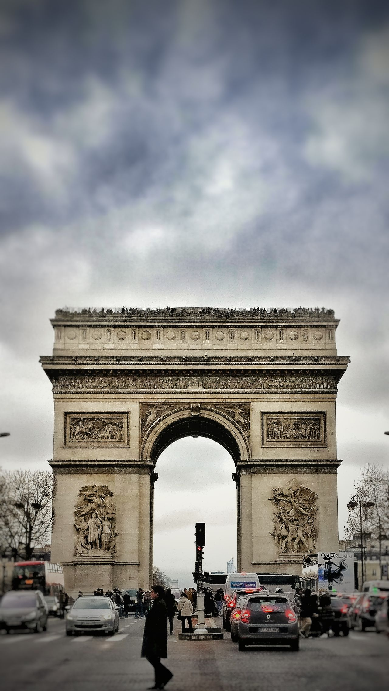 City Travel Destinations Triumphal Arch Car Arch History Architecture Sky Outdoors Cloud - Sky People Day Snapseed Oneplus3 OneplusShot Paris Champselysées Plus Belle Avenue Du Monde France 🇫🇷 PhonePhotography AndroidPhotography Tourist Attraction  City Building Exterior Architecture