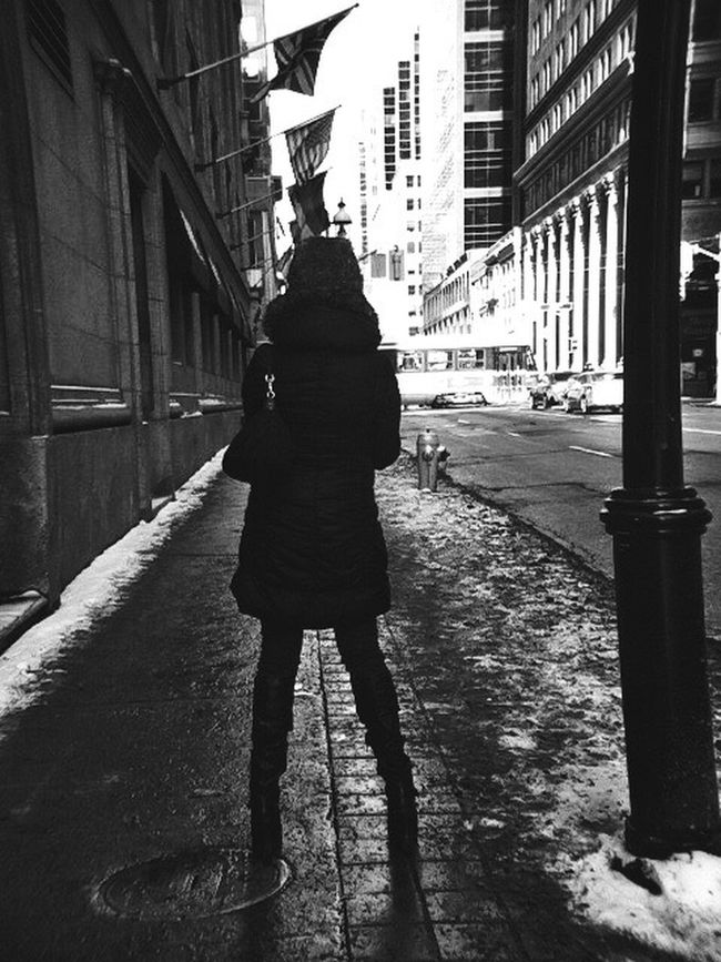 Took this photo some time ago while meeting up with the very talented @Ellphoto_ for the first time in Toronto, thought I'd throwback even though it's not Thursday. Chk her gear out, you'll be pleased. EyeEm Best Shots Bw_collection Inspirations Everywhere. Streetphotography Blackandwhite Shootermag EyeEmBestPics EyeEm Gallery Eye4black&white  EyeEm_crew Black And White Bw_lover IPhoneography EE_Daily: Black And White Monochrome EyeEm From My Point Of View Streetphoto_bw Architecture_collection Eye4photography  B&w Street Photography Hope all is well lady🙏🏽