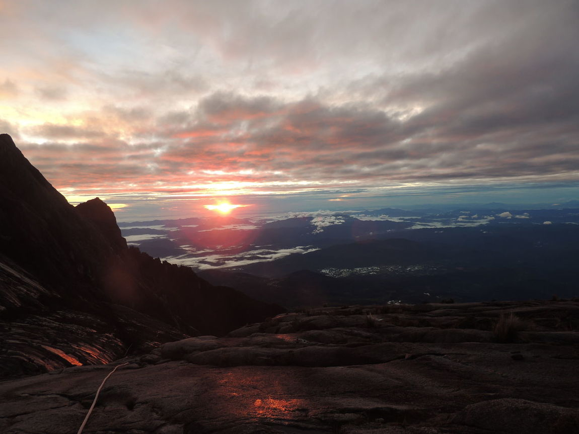 EyeEmNewHere Tranquility Boulder - Rock Beauty In Nature Hiking The Great Outdoors - 2017 EyeEm Awards Live For The Story Panorama Landscape Magma Granite Lifestyle Mount Kinabalu EyeEm Nature Lover EyeEm Best Shots Granite Mountain BYOPaper! Sunrise Sunrise On Top Of The World