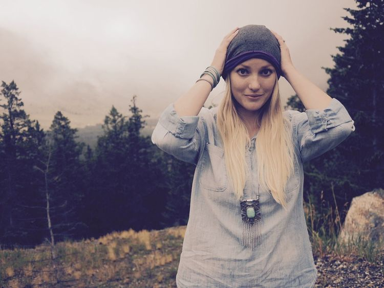 Autumn Beartooth Casual Clothing Lifestyles Looking At Camera Portrait Rocky Mountains Young Women