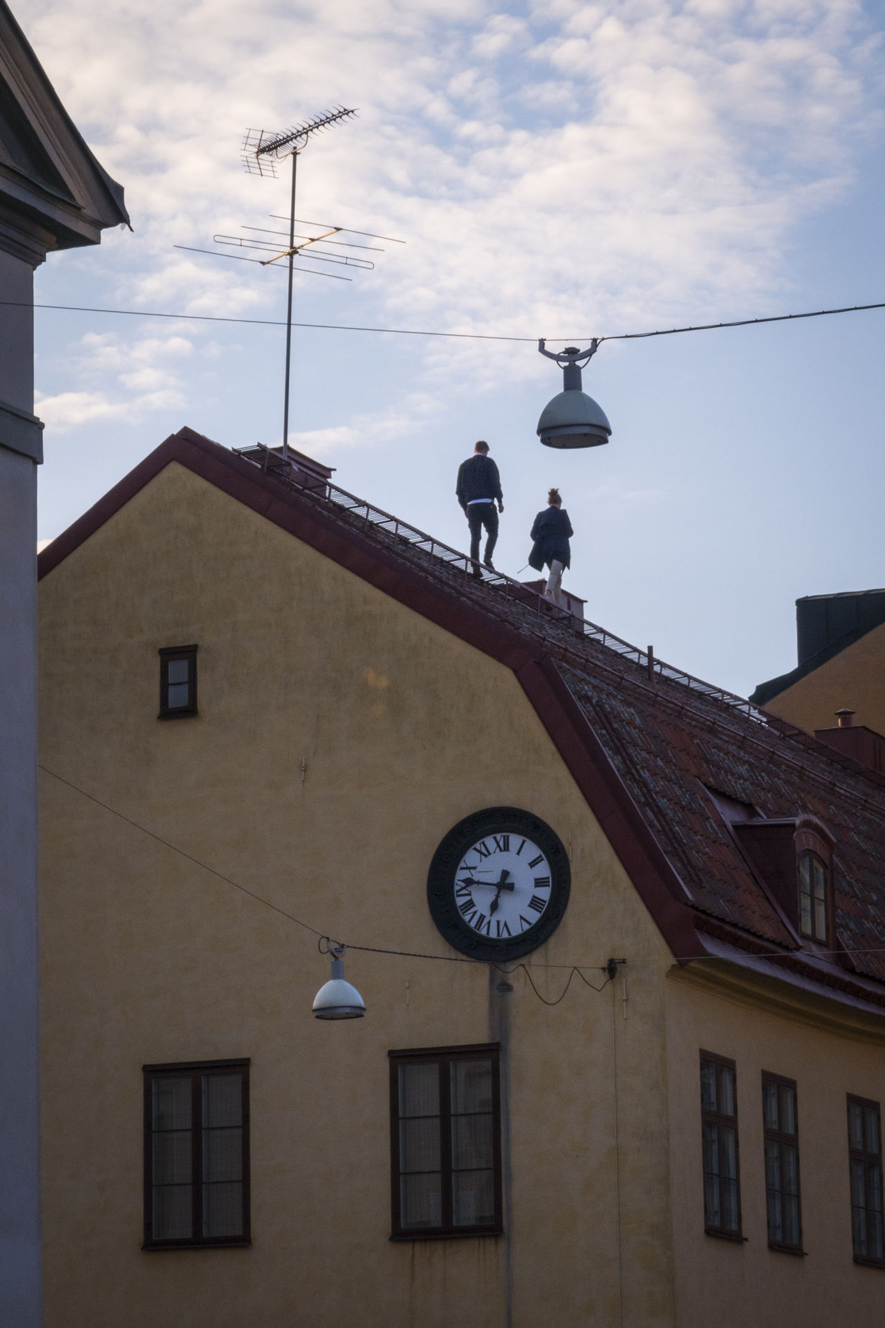 Rooftop walkers Alternative Fitness Building Dangerous High Life Lifestyle Living Dangerously Low Angle View Outdoors Rooftop Sky Södermalm Looking Up Adventure Club Battle Of The Cities People And Places Embrace Urban Life The City Light