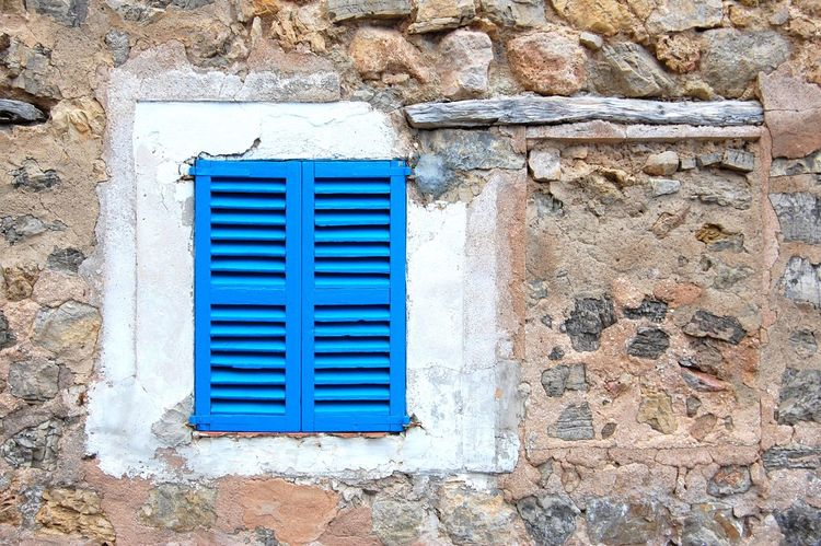 Zugeklappt. Architecture Window Blue Outdoors Day No People Residential Building Mallorca Beautiful House The Week On Eyem Old Buildings Wooden Shutters Valdemossa Landscapes Quiet Places Closed The Architect - 2017 EyeEm Awards
