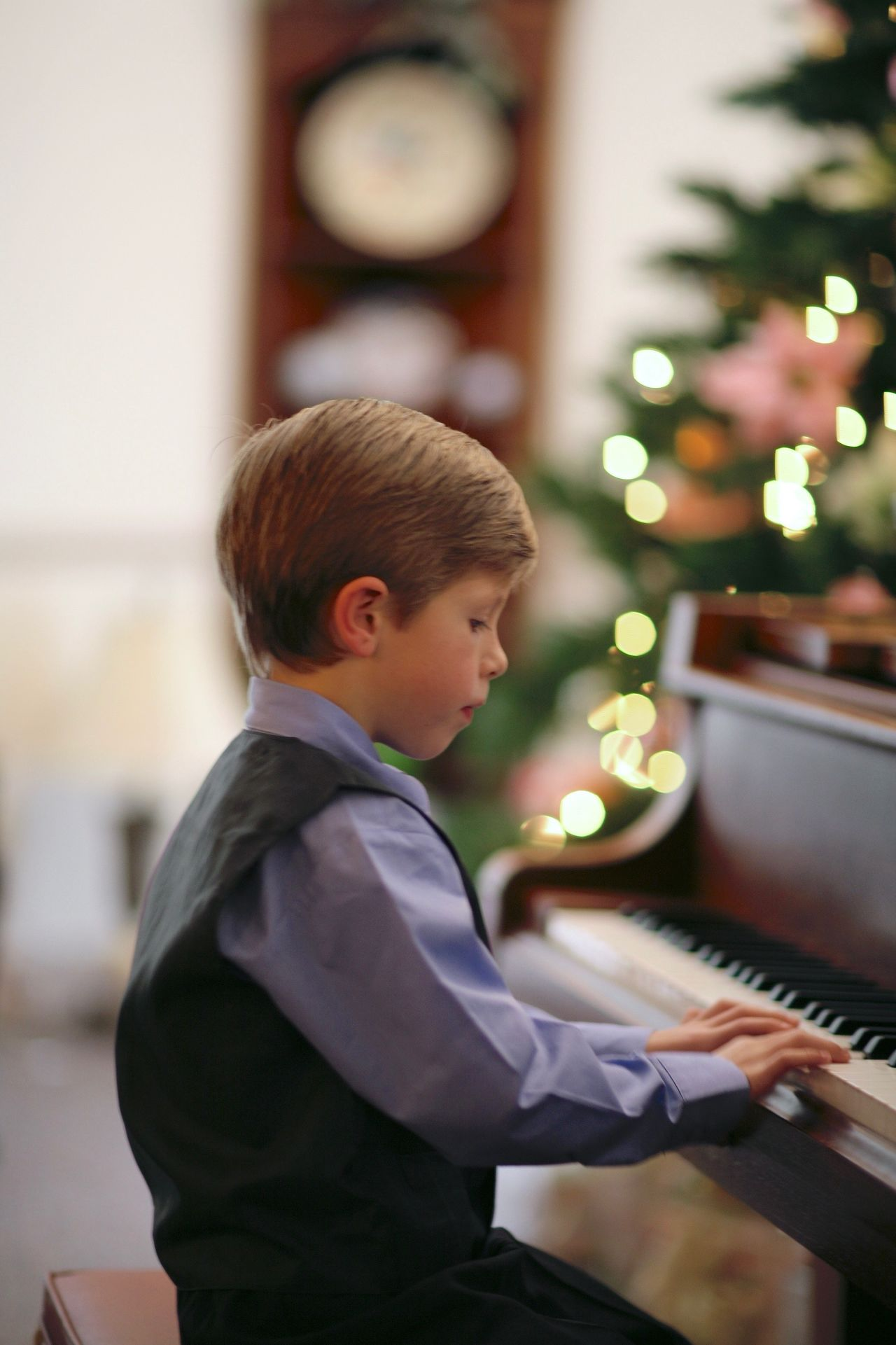 Boys Child Childhood Children Only Christmas Tree Close-up Day Domestic Life Indoors  Males  One Boy Only One Person People Piano Player Pre-adolescent Child Recital Side View