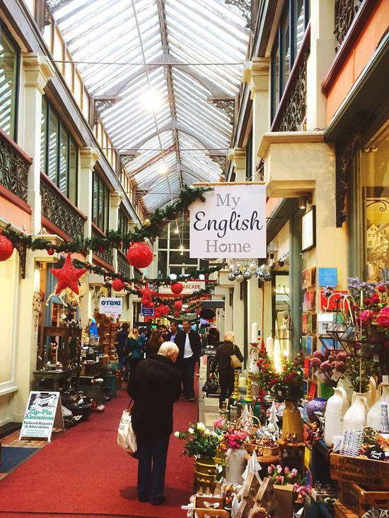 Clifton Clifton Arcade Festive Season Festive Decor Christmas Shopping