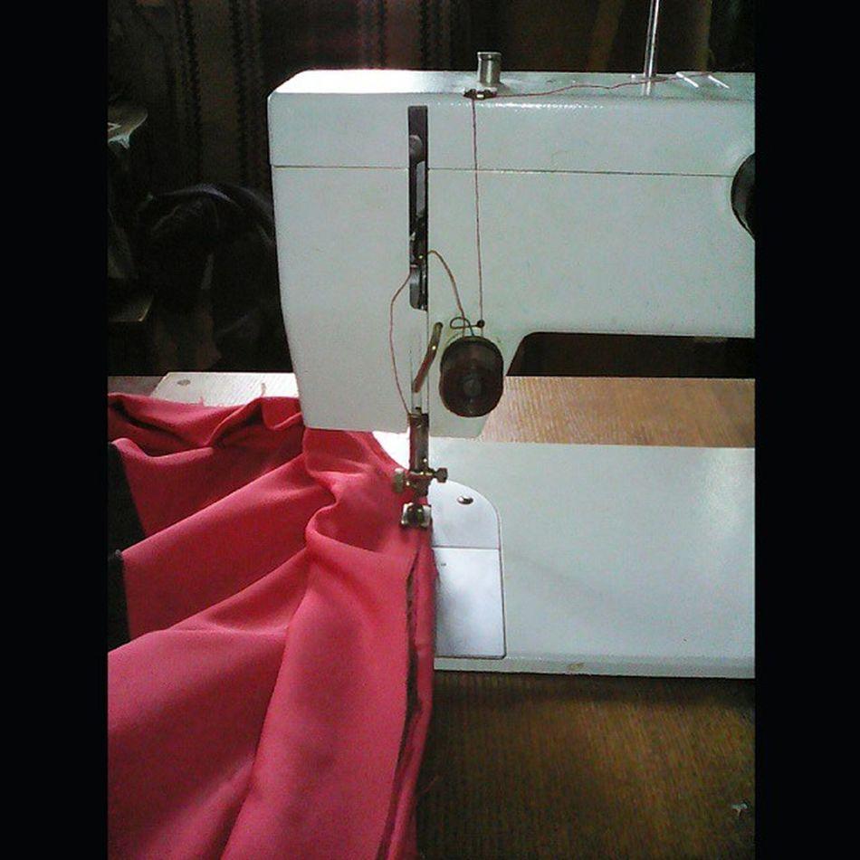 Дошиваем юбку для моей любимой подруги @blue_moon_wolf_ Чайка143А ШвейнаяМашина ШвейнаяМашинка хендмейд Chaika143A sew sewingmachine handMade SquareInstaPic