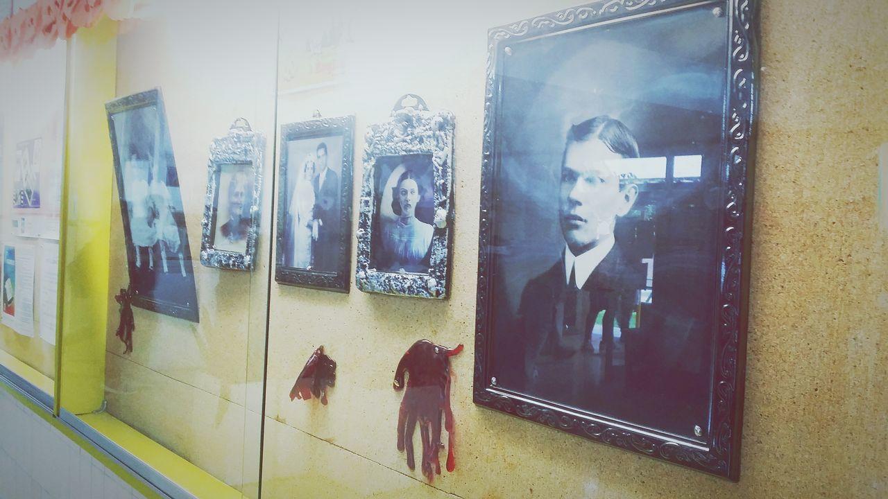Decoración de Instituto Halloween Lunes Window Technology Window Horizontal Indoors  First Eyeem Photo