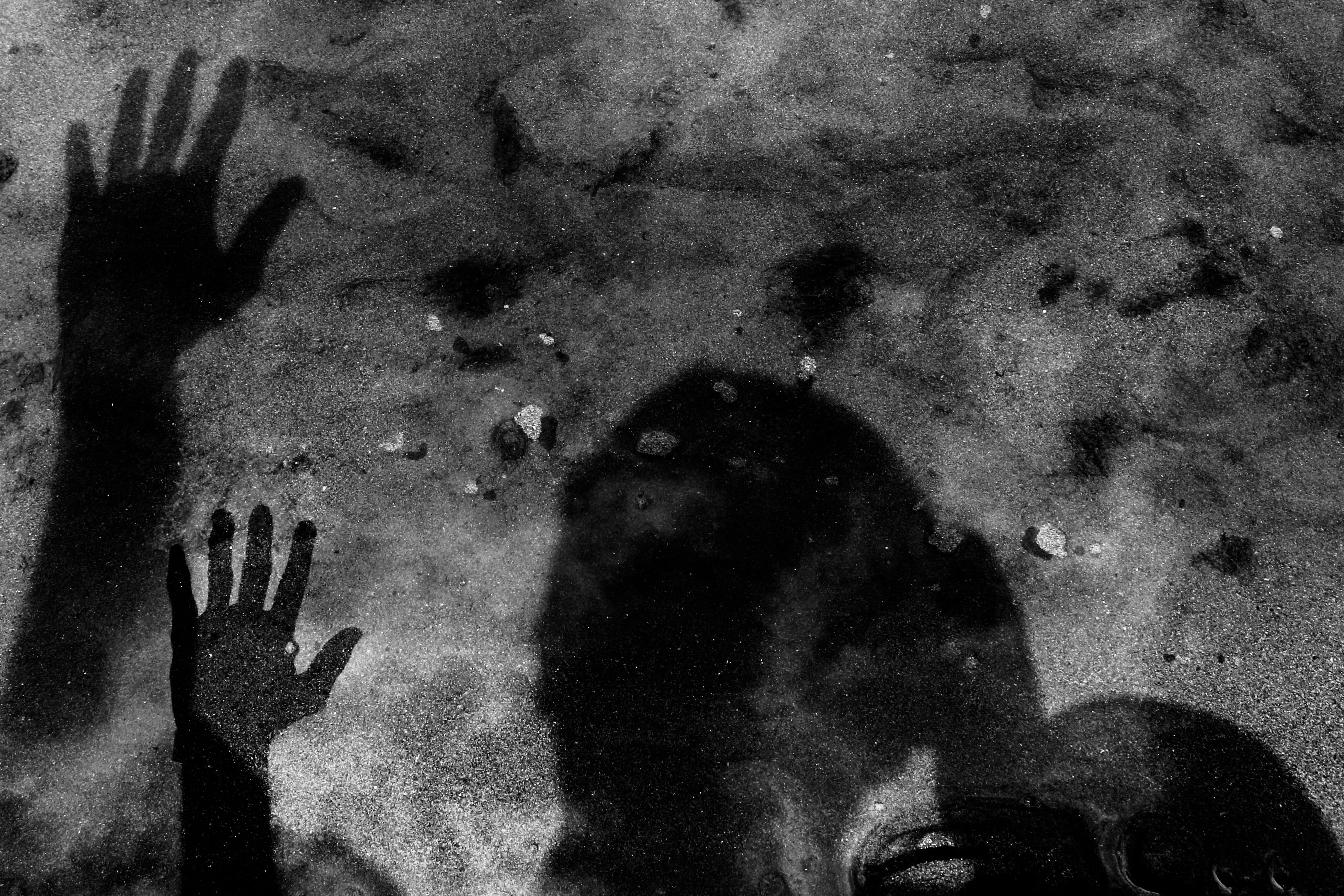 Reflet noir Black And White Black Blackandwhite Black & White Blackandwhite Photography Black And White Photography Black&white Noir Et Blanc Noiretblanc Sea Shadow Mazandaran Mazandaran Iran Iran