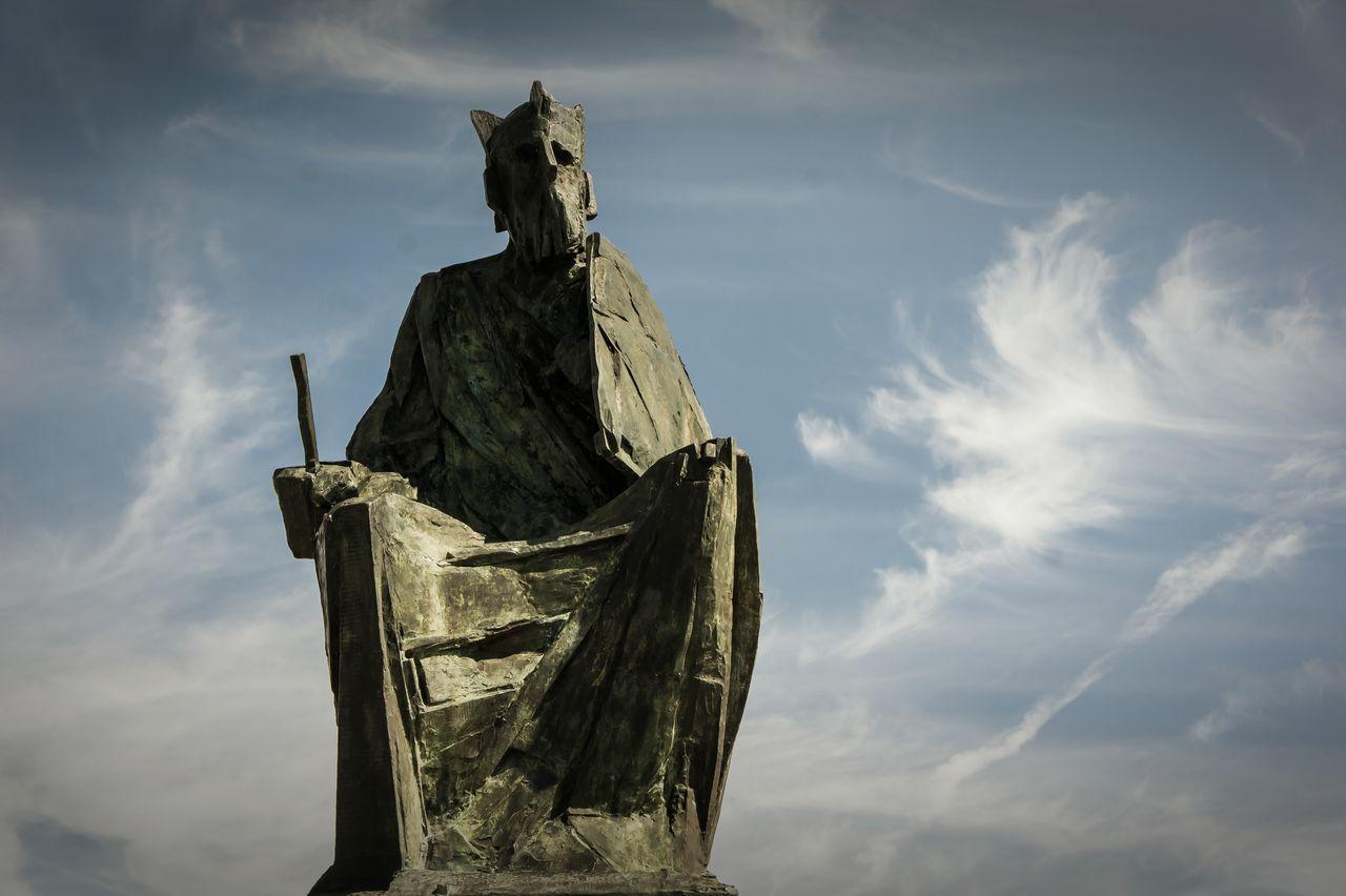 Croatia Kroatien NP Krka Krka Sculpture King Peter Kralj Petar Hrvatska, First Eyeem Photo EyeEmNewHere Sky Blue Sky And Clouds Blue Blue Sky King Sky And Clouds Miles Away Crown Sword Sword And Shield